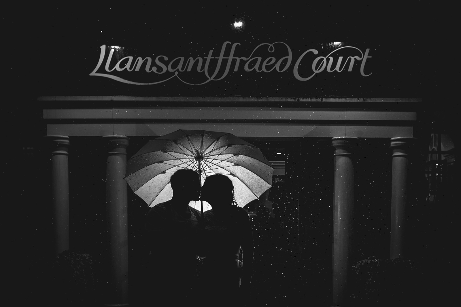 wedding photographer llansantffread court